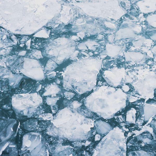 Une mesure de gel des avoirs prise en raison des activités de celui qui la subit ne constitue pas un cas de force majeure
